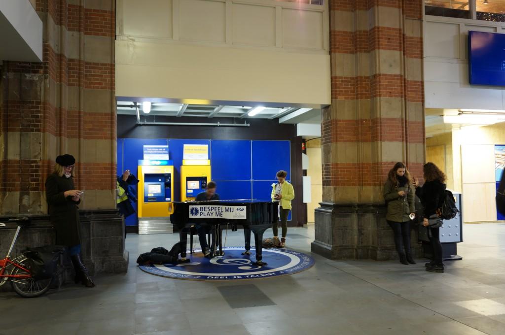 アムステルダム中央駅のピアノ