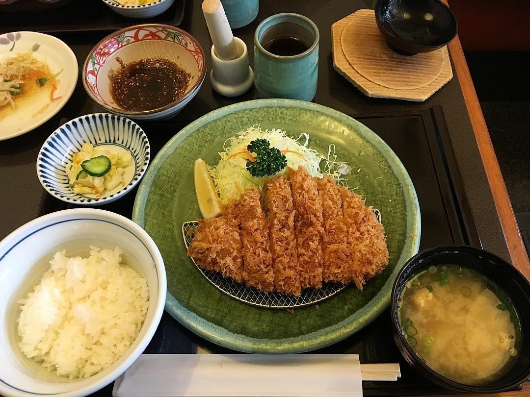 毎日食べたい。とんかつ⇄カツ丼のローテーションで。Best Japanese Food✨ #tonkatsu #teishoku #japanesefood #japan #food #とんかつ #日本 #帰省中